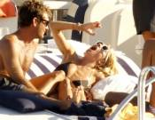 Jude Law & his actress girlfriend Sienna Miller on vacations in Ibiza