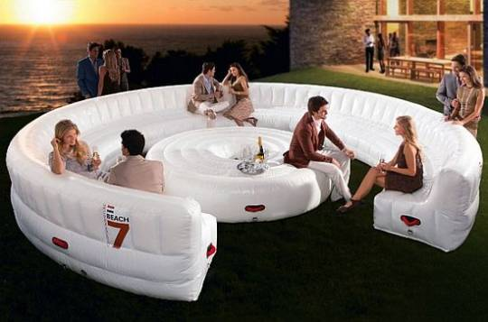 Beach7 Air Lounge can sit up to 30 adults at the same time