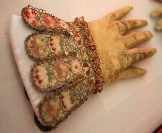 Queen Elizabeth 1 gloves