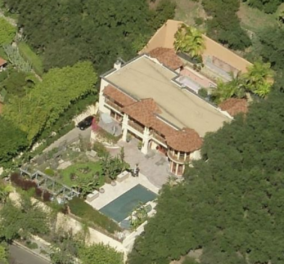 photo: house/residence of friendly 20 million earning Los Angeles, CA, USA-resident