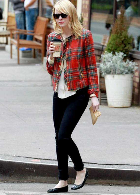 The actress was spotted wearing the Rag & Bone the Legging Midnight