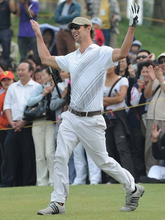 Michael Phelps playing Golf
