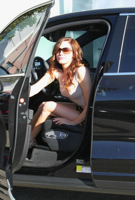Rose McGowan drives Porsche Cayenne Turbo