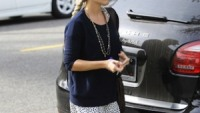 Reese Witherspoon drives Porsche Cayenne Hybrid