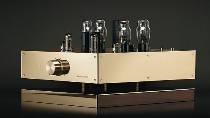 The D7 valve preamplifier is finished in 9-carat gold