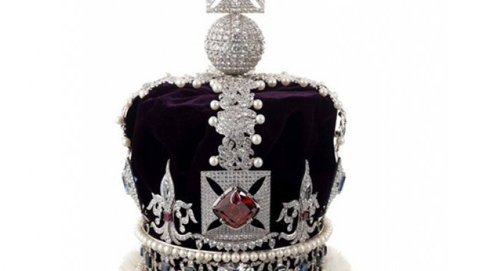 Replica of Queen Elizabeth's Crown jewels worth $17,000 goes on auction