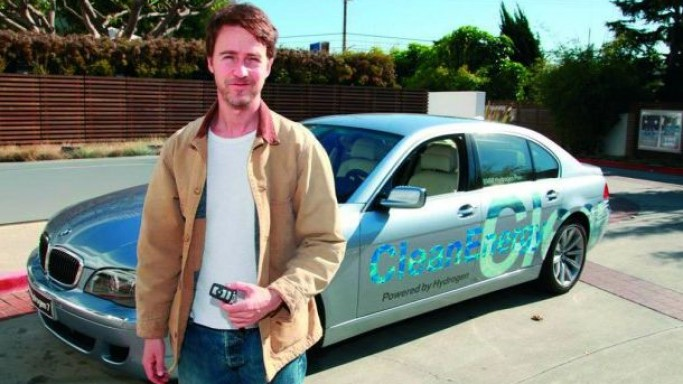 Edward Norton drives BMW Hydrogen 7