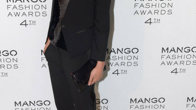 he oh-so-sexy model likes to walk high in Gianvito Rossi Jeweled Heel Pump
