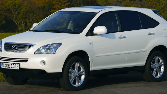 LX400h car - Color: White  // Description: elegant hybrid