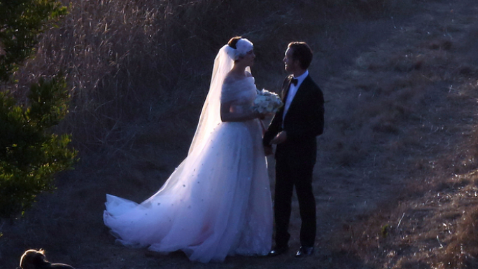 After three years of dating, the beautiful actress Anne Hathway got married to Adam Shulman in Big Sur, California.