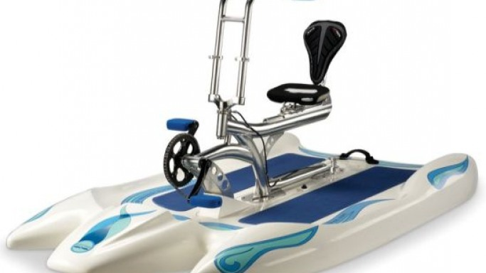 Rip the waters with the single-seat Performance Water Cycle